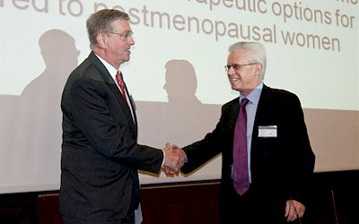 Prof. Bergmann receives his prize from the hands of Prof. Body